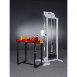 Wyciąg wielofunkcyjny z regulowanym położeniem obudowy ze stołem do siłowania na rękę